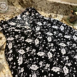 Old Navy Size M Black and White Flower Shirt